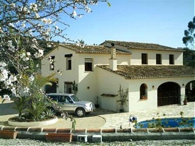 Finca entièrement rénovée située à Benissa sur la Costa Blanca en Espagne.