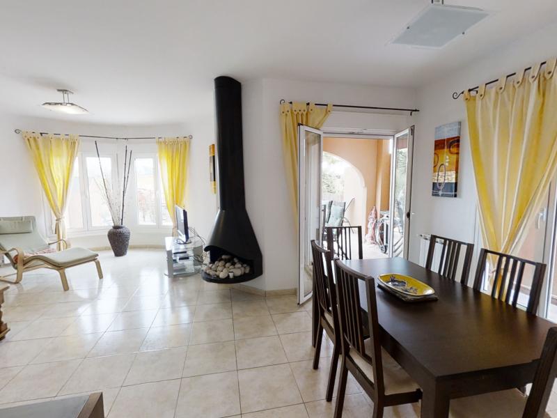 Jolie maison adossée à vendre à Gata Residential