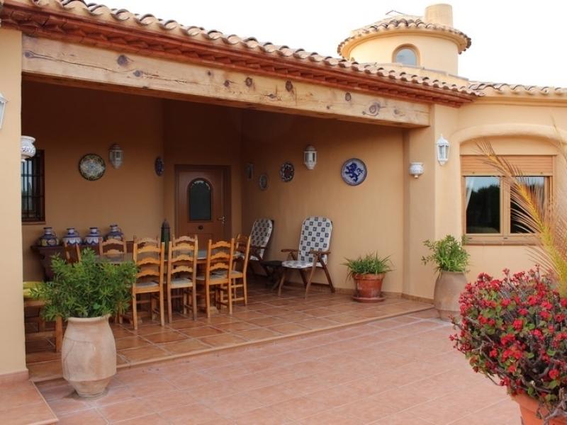 Occasion unique : vente d'une villa près de la plage de Javea